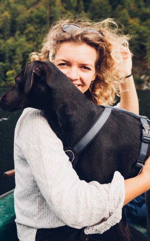 Laura Pannasch mit Bettwanzensuchhund